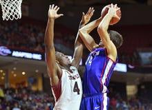2014 NCAA篮球-人的篮球 免版税库存图片