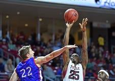 2014 NCAA篮球-人的篮球 免版税图库摄影