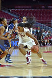 2014 NCAA篮球-女子的篮球 图库摄影