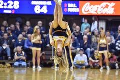 2015 NCAA篮球- WVU俄克拉何马状态 免版税库存照片