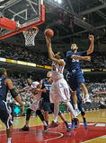 NCAA 2012 Bsketball - action sous le cercle Photos libres de droits