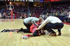 2015 NCAA-basket - GNETkvartsfinalTempel-La teched royaltyfria bilder