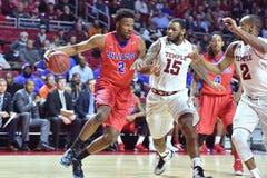 2015 NCAA-basket - GNETkvartsfinalTempel-La teched arkivfoton