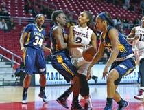 2014 NCAA-basket - kvinnors basket Arkivbilder