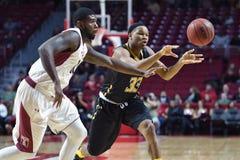 2014 NCAA Basketbal - de actie van het de Tempelspel van Towson @ Royalty-vrije Stock Foto