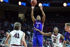 2014 NCAA Basketbal - het Basketbal van Mensen Royalty-vrije Stock Fotografie