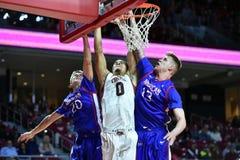 2014 NCAA Basketbal - het Basketbal van Mensen Stock Foto