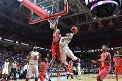 2015 NCAA Basketbal - NIT-Kwartfinales tempel-La technologie Royalty-vrije Stock Foto's