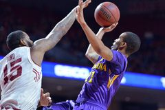 2015 NCAA Basketbal - tempel-ECU Stock Foto's