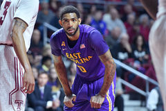 2015 NCAA Basketbal - tempel-ECU Stock Afbeeldingen