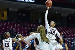 2014 NCAA-Basketball - der Basketball der Frauen Lizenzfreie Stockfotos