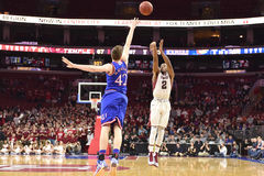 2014 NCAA-Basketball - Kansas am Tempel Lizenzfreie Stockbilder