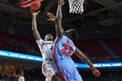 2015 NCAA-Basketball - Tempel gegen Staat Delaware Lizenzfreies Stockbild