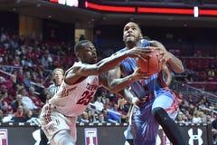 2015 NCAA-Basketball - Tempel gegen Staat Delaware Lizenzfreies Stockfoto