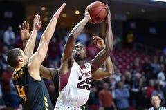 2014 NCAA-Basketball - Tempel-Spielaktion Towson @ stockbilder