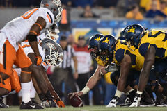 2015 NCAA-fotboll - Oklahoma tillstånd på West Virginia Royaltyfria Bilder
