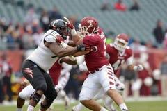 2014 NCAA-fotboll - Tempel-Cincinnati Royaltyfri Foto