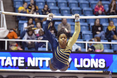 2015 NCAA-Gymnastik - WVU-Pennzustand Stockfotos