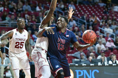 2015 NCAA het Basketbal van Mensen - FDU bij Tempel Stock Afbeelding