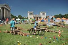 Nchner Sportfestival del ¼ de MÃ 2016 Koenigsplatz, Radfahrer Imagen de archivo libre de regalías
