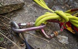 Âncora que escala com carabine e cordas Imagem de Stock