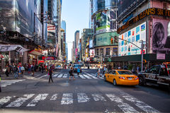 42nd gata nära Times Square New York Royaltyfri Foto