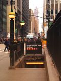 42nd gata och Bryant Park Station Royaltyfri Foto