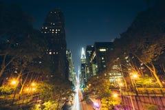 42nd gata på natten som ses från Tudor City, i midtownen Manhattan Fotografering för Bildbyråer