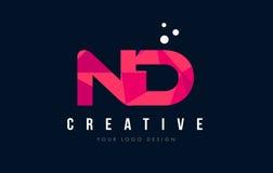 ND N D与紫色低多桃红色三角概念的信件商标 图库摄影