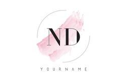 ND N D水彩信件与圆刷子样式的商标设计 免版税库存照片