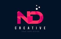 ND N d listu logo z Purpurowym Niskim Poli- Różowym trójboka pojęciem Fotografia Stock