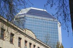 - 16, 2017 220 2nd NW Ave budynek w Portland, PORTLAND, OREGON, KWIETNIU - Obrazy Royalty Free