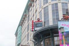 42nd rua Manhattan, rua crosstown principal na cidade de New York City de Manhattan, conhecida para seus teatros Fotos de Stock Royalty Free