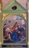 2nd stacjom krzyż, Jezus dają jego krzyżowi Obraz Royalty Free