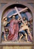 2nd stacjom krzyż, Jezus dają jego krzyżowi Zdjęcie Royalty Free