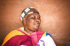 Ndebele stamkvinna Arkivbild
