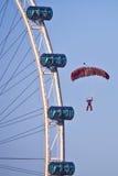 NDP 2009: Paracaidista de Singapur   Fotografía de archivo libre de regalías