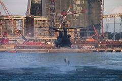 NDP 2009 - Salmão real que mostra a gota de Heli Fotos de Stock