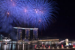NDP 2010 : Feux d'artifice au stationnement de Merlion Image stock