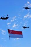 ndp singapore летания флага чинука Стоковые Фотографии RF