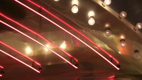 Neón ascendente cercano del extremo y persecución del lazo de las luces almacen de metraje de vídeo
