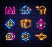 Neón del sistema del icono de Ramadan Kareem Plantilla del diseño, elementos del diseño Ramadan Kareem - mes glorioso del año mus libre illustration