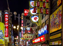 Neónes y carteleras en el distrito del entretenimiento de Dotombori, Osaka, Imagenes de archivo