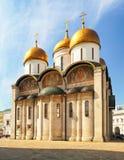 Ne de las catedrales dentro del Kremlin, Moscú, Rusia Catedral de Uspensky foto de archivo libre de regalías