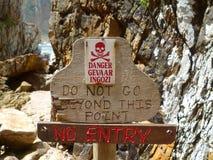 Ne disparaissent pas là-bas - le danger ! image libre de droits