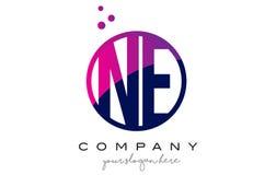 Ne N.E. Circle Letter Logo Design avec Dots Bubbles pourpre Image libre de droits