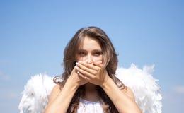 Ne parlez aucun mal, fille d'ange et ciel Image stock