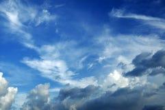 ne skyen Arkivbilder