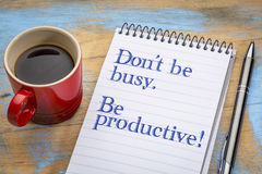 Ne soyez pas occupé, mais productif photo stock