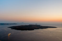 Nea Kameni no por do sol, Santorini, Grécia Fotos de Stock Royalty Free